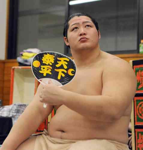 遠藤「お姫様抱っこ」に応募殺到8132人 : nikkansports.com