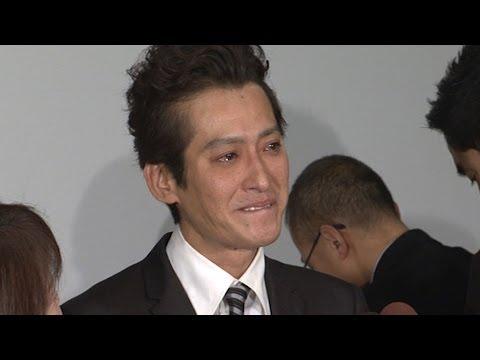 大沢樹生、涙ながらに「親子関係ない」(2) - YouTube