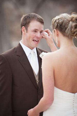 ウエディングドレス姿の花嫁を初めて見た花婿たちの表情に感動する画像集 - NAVER まとめ