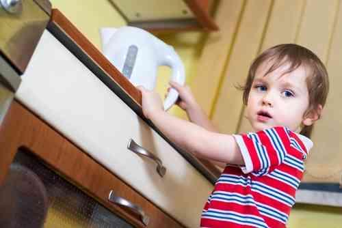 実は「家庭内の事故」1位!やけどを防ぐための大切な知識まとめ - It Mama