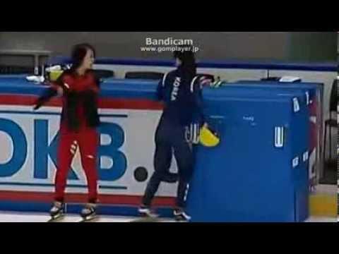 韓国の選手が、中国の選手を腹パン 【女子ショートトラック スピードスケート 】 - YouTube