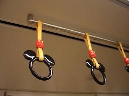 JR東日本の京葉線には1組だけハート型の吊り手がある それに出会えば恋が生まれるかどうかは不明