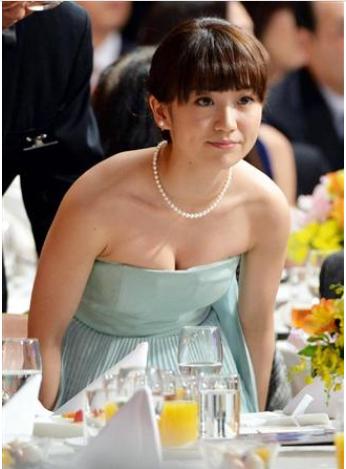 "AKB48大島優子、""モロ肩出し""セクシーに登場 ""女優ゆうこ""としての飛躍誓う"