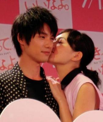 川口春奈、福士蒼汰にイベントで公開キス!女性ファンからは悲鳴