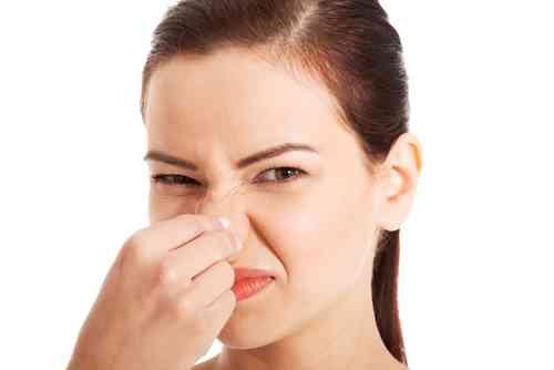 同僚の「体臭」で頭痛やめまいも…職場がニオイ対策で大混乱