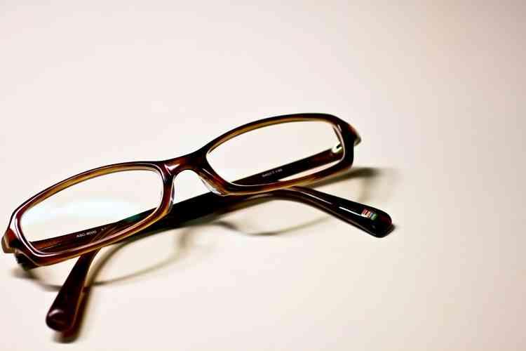 """目が悪い人でも裸眼でくっきり見える""""視力矯正ディスプレイ""""の開発に成功"""