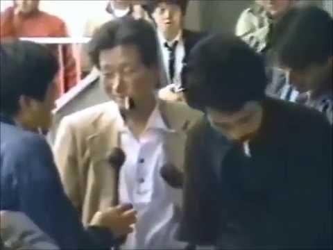 【閲覧注意】マスコミの前で惨殺「豊田商事会長刺殺事件」が怖すぎる・・・ - YouTube