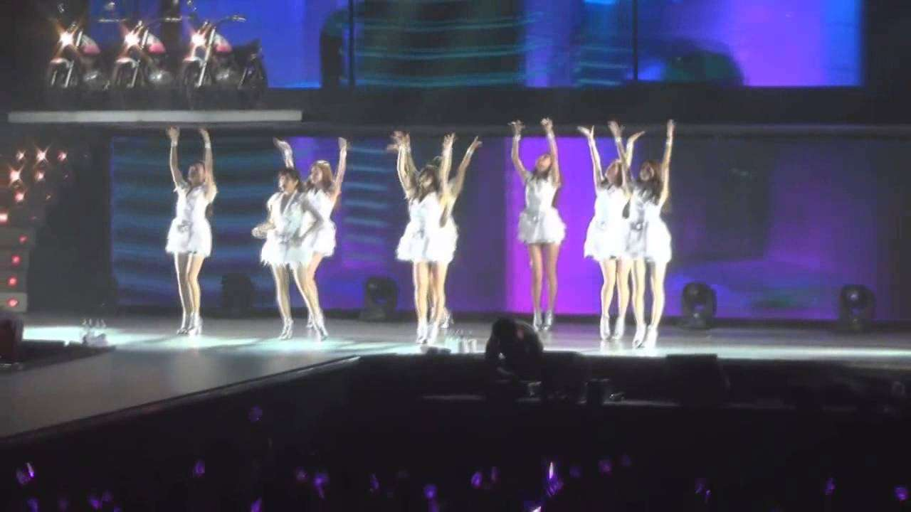 SNSD Motorcycle FULL FANCAM - YouTube