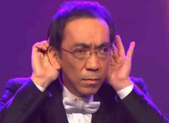 ゴーストライター騒動で話題の作曲家・新垣隆さんがガキ使に出演で鼻にクワガタなどやりたい放題→裏番組では壁ドンwww