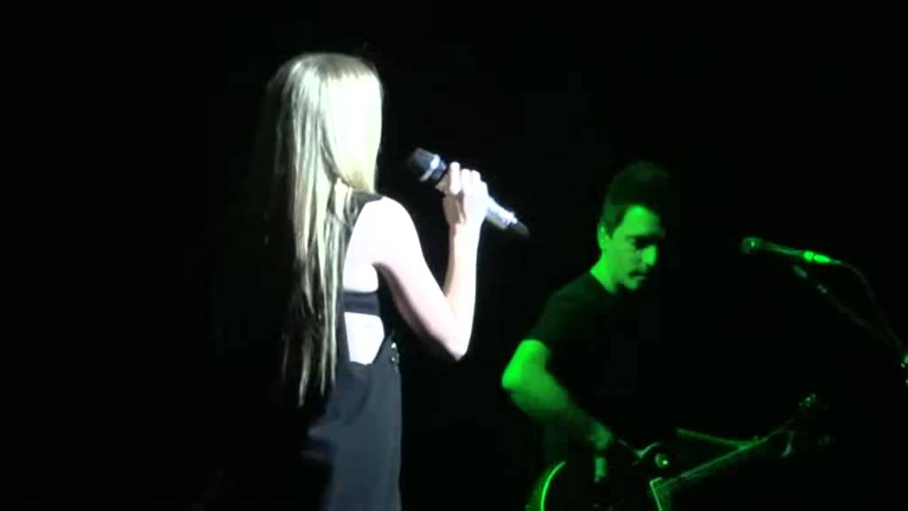 Avril Lavigne and her amazing voice♥ - YouTube