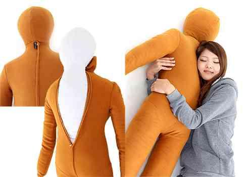 ぼっちのパートナーに! 人型の抱き枕「綿嫁」「綿旦那」が登場 服を着せることも可能www