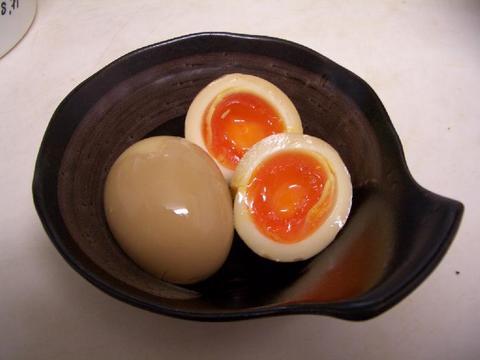 「ゆで卵の殻がキレイにむける」カンタン裏技がスゴすぎる!動画が爆発的再生数に