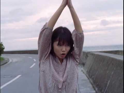宮崎あおい CM earth music&ecology 歩く篇 - YouTube