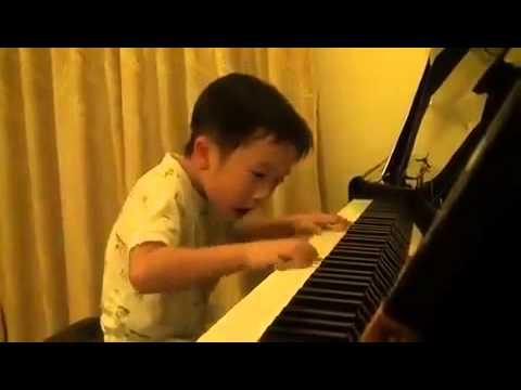将来有望な4才の天才ピアニスト - YouTube