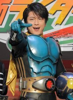 及川光博 ライダー姿を初披露「夢かないました」と興奮