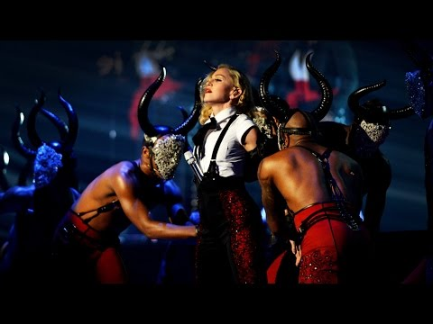 Madonna performs 'Living For Love' | BRIT Awards 2015 - YouTube
