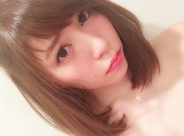 """セクシーさにコメント殺到!元AKB48・河西智美が""""おフェロ顔""""を披露"""
