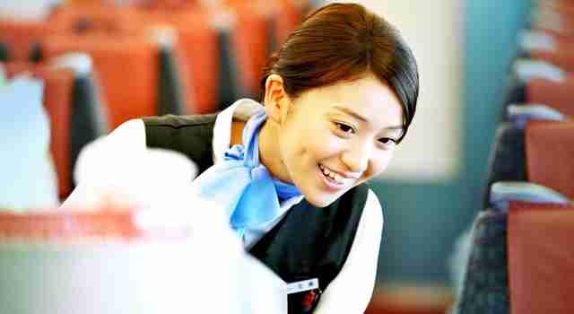 大島優子がロマンスカーのアテンダントに!キュートな制服姿を披露