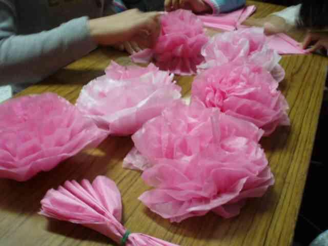 小中学校の定番「紙花」を一瞬で作れる「五色鶴の花子ちゃん」に驚きの声