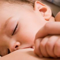 母乳育児の弊害も !? 外で遊ばなくなった子どもたちを襲う「くる病」という脅威 | ビジネスジャーナル