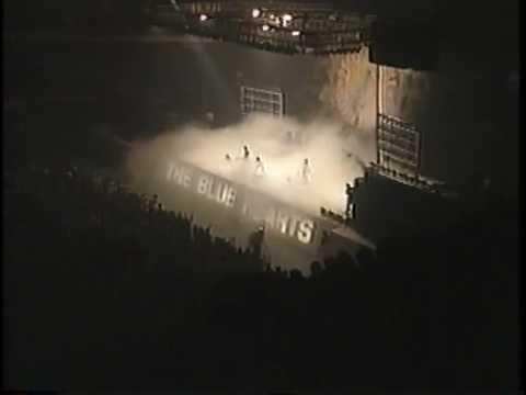 終わらない歌 / THE BLUE HEARTS / LIVE - YouTube