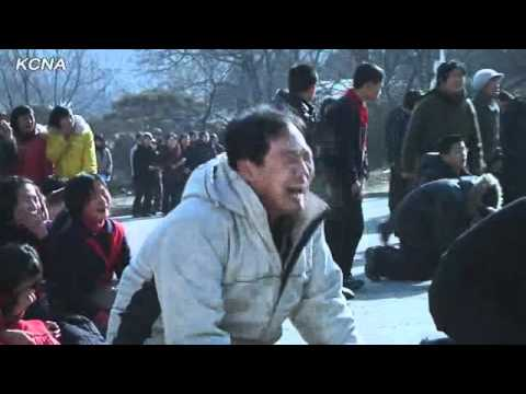 North Koreans weeping hysterically over the death of Kim Jong-il - YouTube