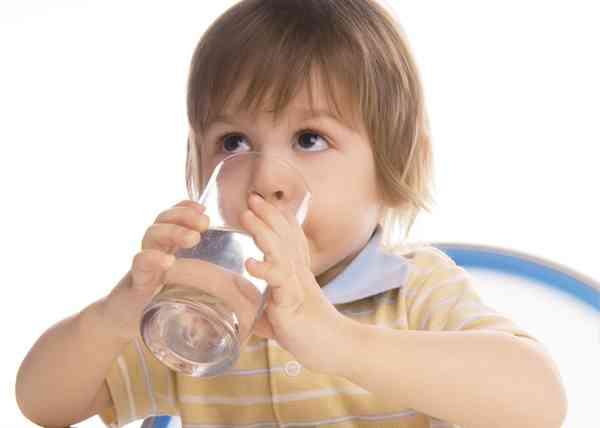 虫歯予防には重曹うがいが効果的! フッ素より優れていることが判明