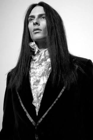 長髪で尚且つ色気のある男性有名人