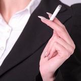 「タバコ休憩は不公平」の批判に喫煙者が提案! 「吸わない人も外の空気吸って、ストレッチでもすればいい」