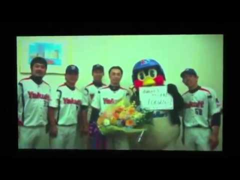 スワローズ 宮本慎也引退試合 つば九郎が宮本に送る思い出ビデオ - YouTube