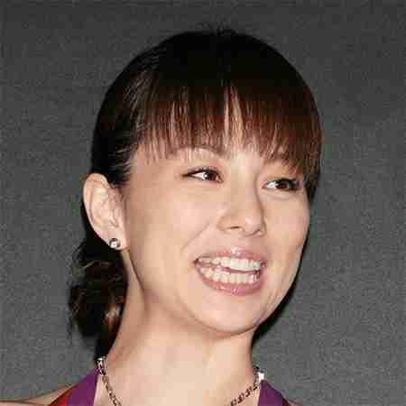 米倉涼子がイベントで美脚披露、「絶対領域」にカメラマンの目がクギ付け! | アサ芸プラス