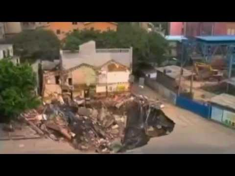 中国広州市のシンクホール/地面の崩落 2013-01-28 - YouTube