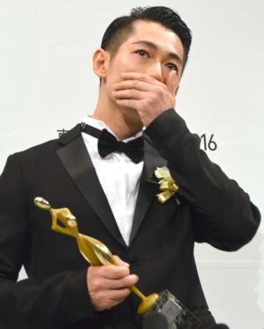 ディーン・フジオカ、助演男優賞受賞で男泣き「奇跡のよう」 | ORICON STYLE