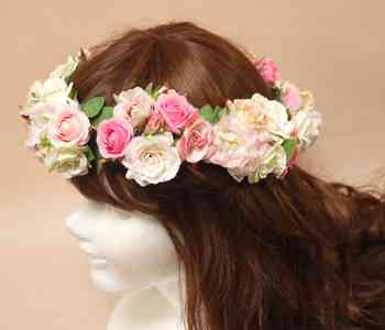 ライブ会場などに花冠をつけてくる人についてどう思いますか?