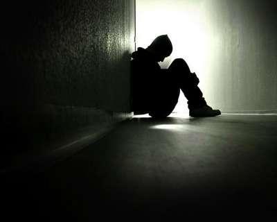 孤独に押し潰されそうな人
