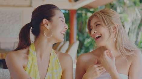 ローラ&すみれ、大親友の2人がCM初共演 ハワイでアクティブな姿を披露