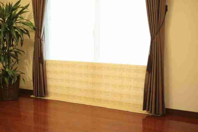 カーテン屋さんもやっている窓際の簡単防寒対策