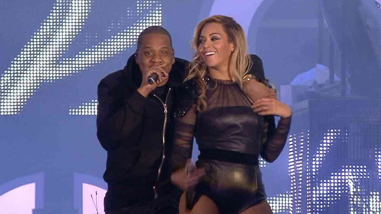 Beyoncé - Crazy In Love (ft. JAY Z) & Single Ladies Live at Chime For Change 2013 - YouTube