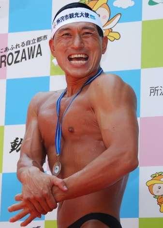 """オードリー春日俊彰、地元所沢に""""裸""""で凱旋「皆さんのおかげでメダルが取れた」"""