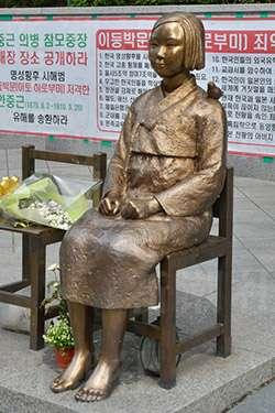 韓国で慰安婦像が1年10体のペースで増加中 関連グッズも登場 - ライブドアニュース