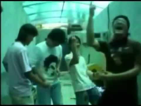 (衝撃映像) 韓国人がジャンケンで負けてウンコを食べる! - YouTube