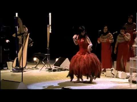 Bjork - Hyperballad live HQ - YouTube
