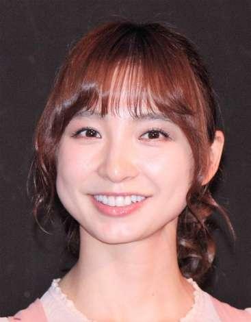 篠田麻里子、こじはる卒コン出席? 出演舞台の日程「うまく調整させられた」   ORICON NEWS