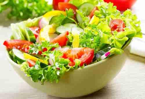 主にどんな料理で野菜を多く取ってますか?