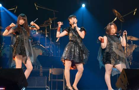"""吉高由里子&近藤春菜らPerfume""""完コピ""""「バキュームです」 『AAA2015』盛り上げる"""