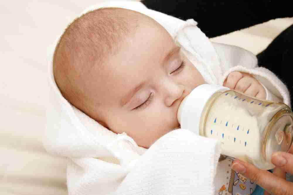 混合育児のやり方!ミルクの足し方や授乳方法、母乳の割合は? - こそだてハック