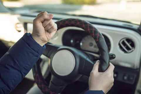 前を走る車が遅くてイライラ、「クラクション」を鳴らしてしまった! これって違法? - 弁護士ドットコム