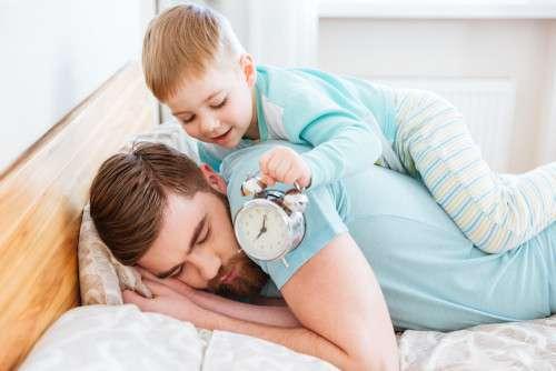 休みの日何時まで寝ますか?