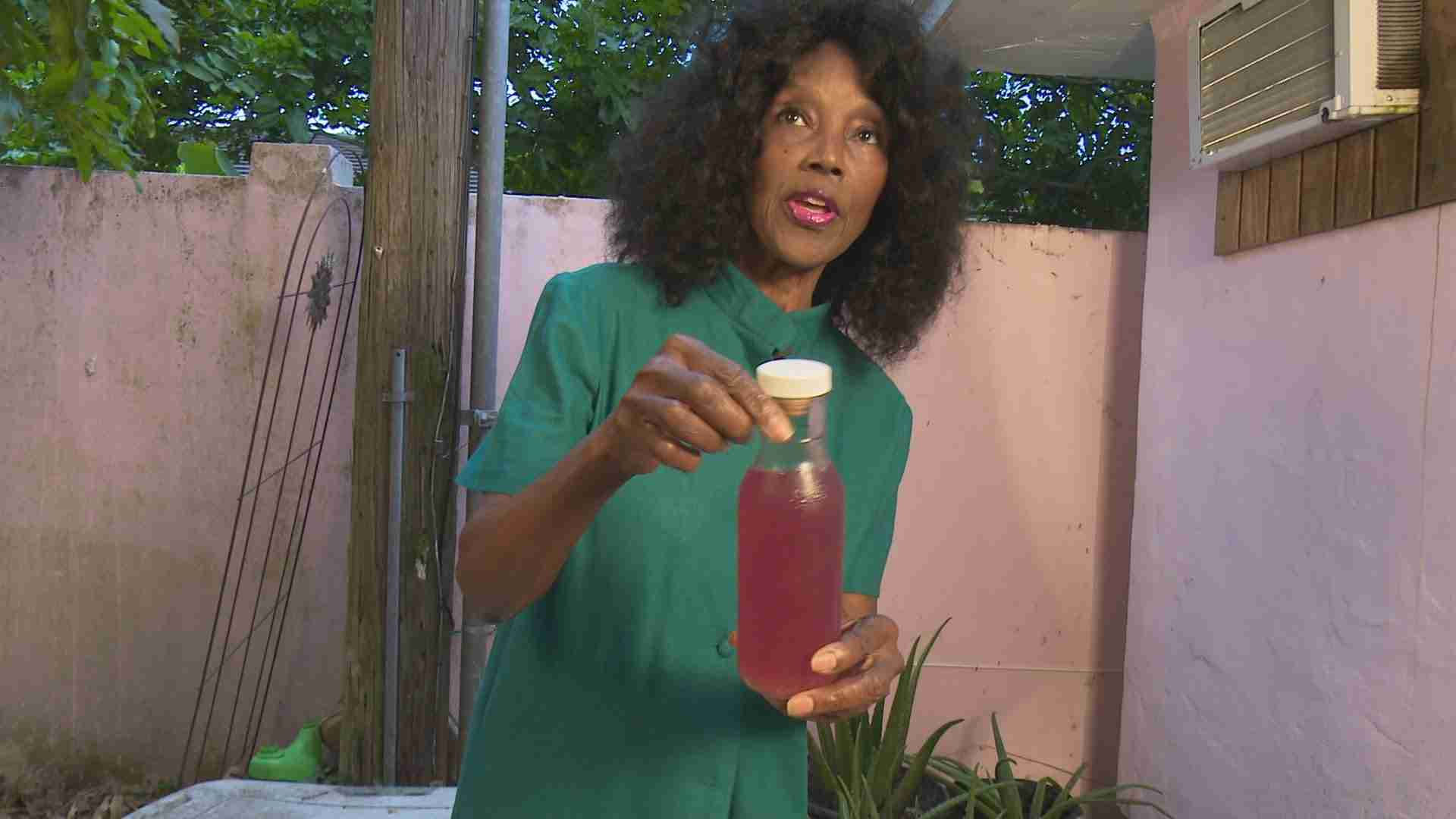73 Years Young Annette Larkins on the wonders of Aloe Vera - YouTube