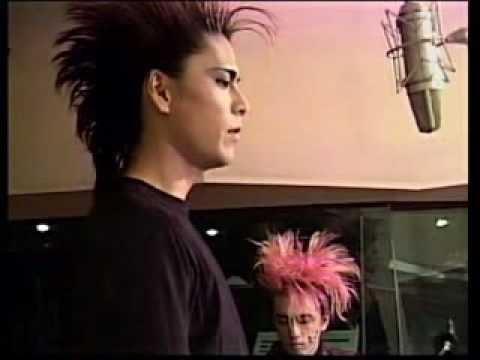 Atsushi singing Hearts - YouTube